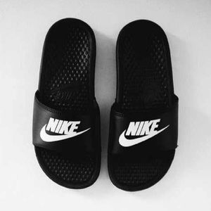 Nike slides sandals black white benassi Jdi new